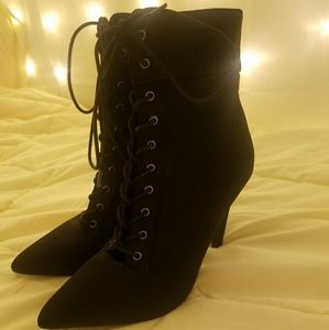 Olivia & Jaymes Heeled Lace-Up Pointed Boots